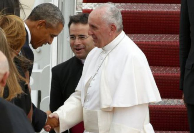 Papa Francesco negli Stati Uniti accolto da Obama