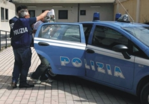 Firenze. Donna crocifissa sotto il cavalcavia. Torna l'incubo del serial killer