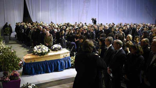 Charlie Hebdo. I funerali del direttore assassinato Charb. VIDEO