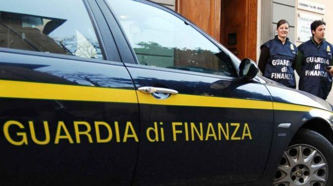 A Bologna griffe false: sequestrate 40mila scarpe false