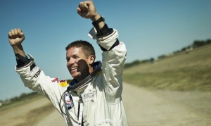 Felix Baumgartner mette le ali alla Red Bull. LE FOTO. IL VIDEO