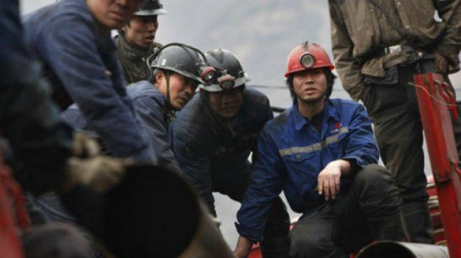 Cina: fuga gas in miniera carbone, 12 morti
